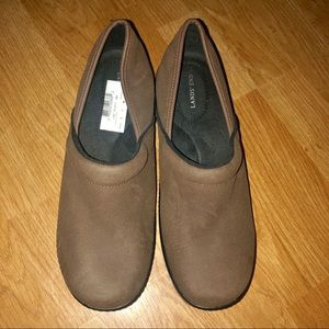 NWT Land's End clogs